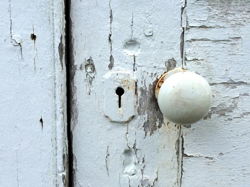 door-knob-1616278_1920
